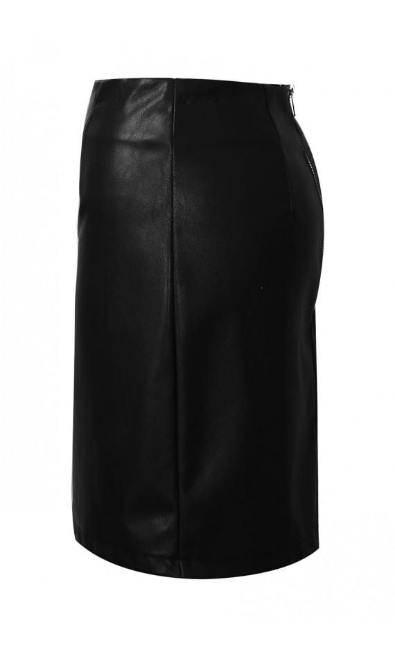 Black skirt in imitation leather