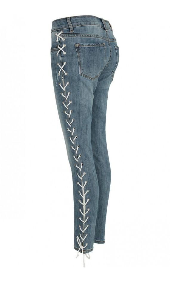 Pantacourt bleu en jean à lacets blanc