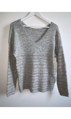 Pull gris col V avec traits lurex