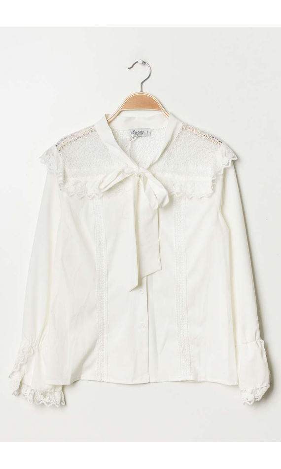 White lavallière shirt with lace