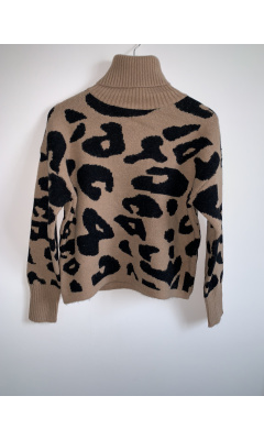 Camel sweater with leopard print and turtleneck