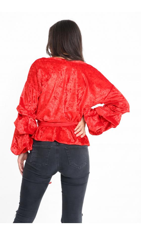 Blouse rouge en velours manches bouffantes ceinture nouée