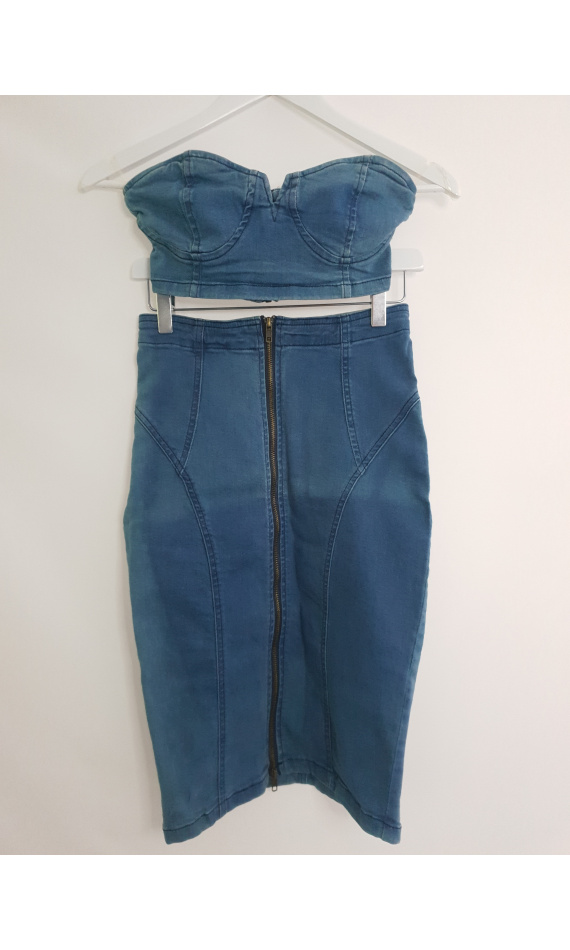 Crop pip in jeans and its skirt in jeans