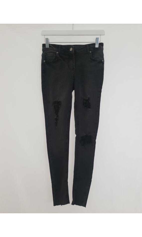 Black destroy Jean