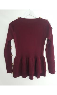 Pull tricoté prune à froufrous avec dentelle et boutons sur les manches