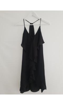 Robe noire à froufrous