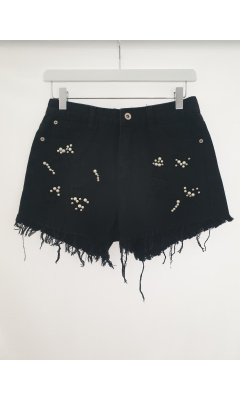 Black pair of shorts destroy in pearls