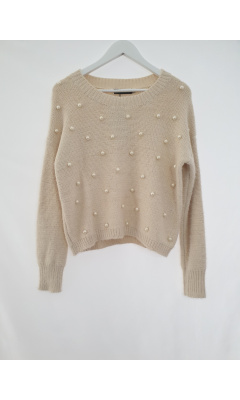 Beige knit pullover with pearl