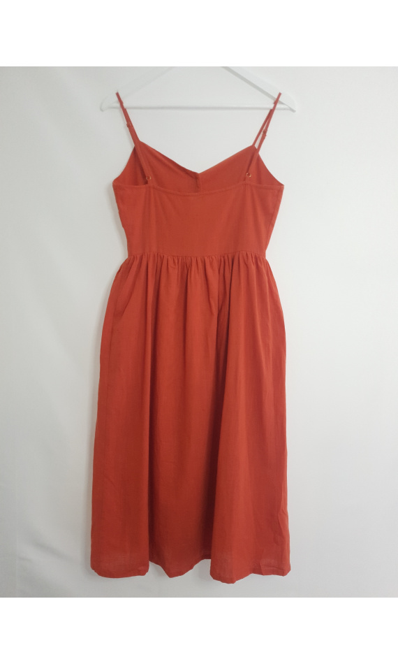 Mid-length dress rust details brown buttons